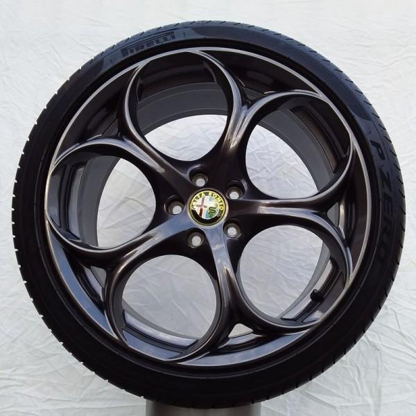 Cerchi Giulia Doppia Misura 19 Originali Alfa Romeo Bruniti Performance e Pneumatici Bridgestone S001 225 40 255 35