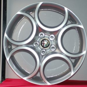 Cerchi 18 Alfa Romeo Originale 5C Silver e Pneumatici Saferich 225 40