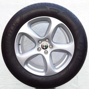 Cerchi Stelvio 18 Originali Alfa Romeo Silver Sport e Pneumatici Goodyear Eagle F1 Asymmetric 3