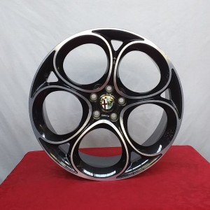 Cerchi in lega Stelvio 8,5X20 Originali Alfa Romeo Nero Lucido Diamantato