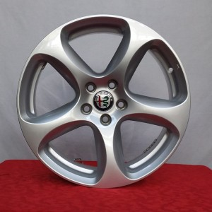 Cerchi in lega Alfa Romeo Stelvio 18 Originali Alfa Romeo Sport Silver Demontati