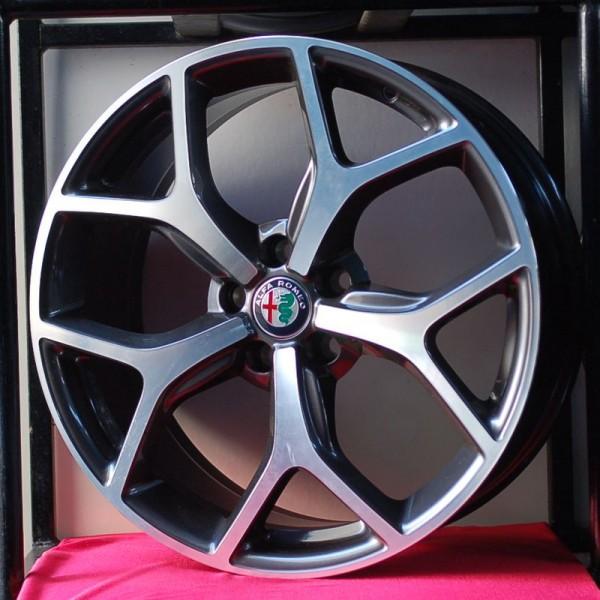 Cerchi in lega Stelvio 8X19 Originali Alfa Romeo Design e Pneumatici Michelin CrossClimate 235 55
