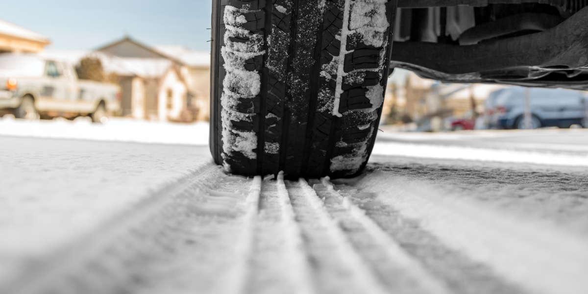 Guidare sulla neve senza gomme termiche: consigli utili e normativa