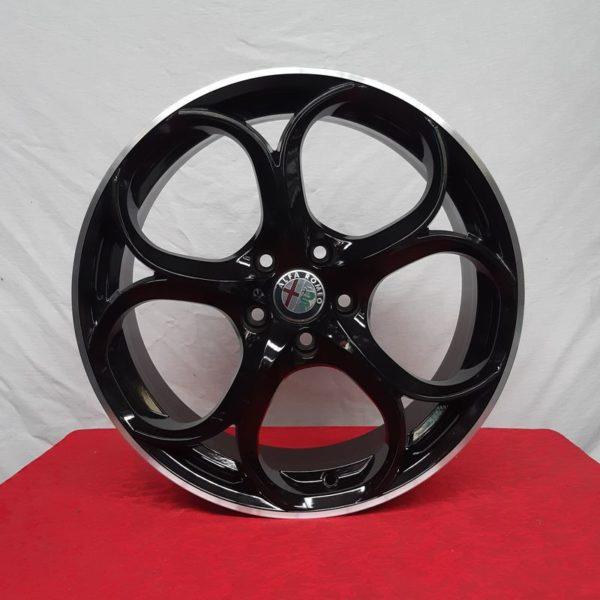 Cerchi Giulia 18 Alfa Romeo PSW Dubai Nero Lucido Diamantato
