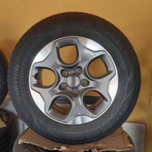Cerchi in lega Renegade 16 Originali Jeep e Pneumatici Ovation VI-782 AS 215 65